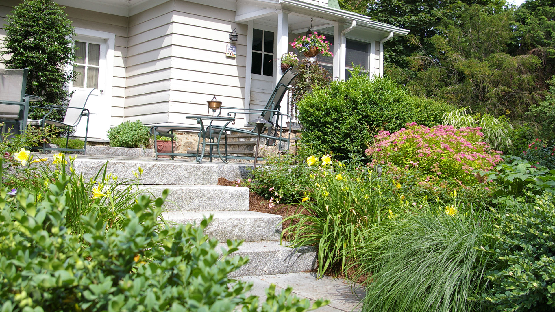 Newtown ct landscape designer newtown ct landscaper for Land design landscaping
