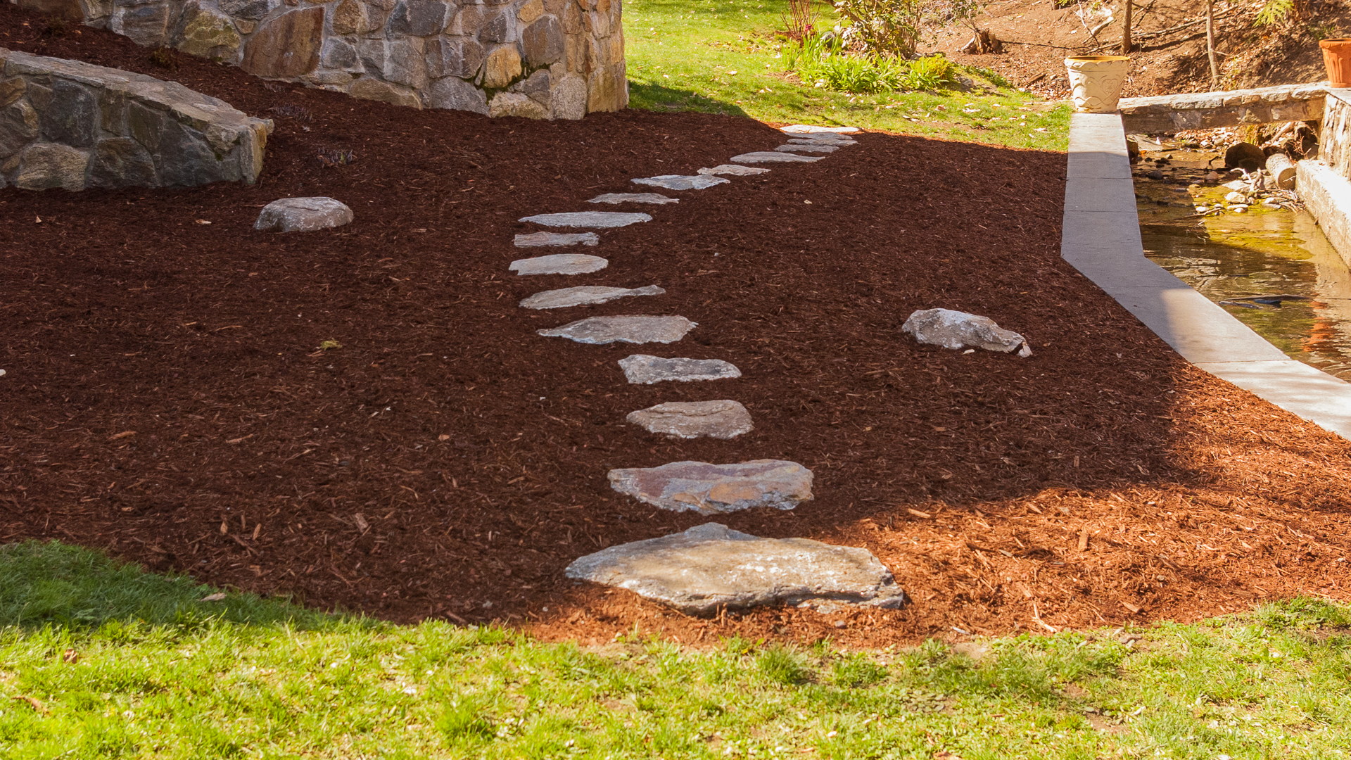 How to create a curved stepping stone path land designs for Stepping stone designs garden layouts